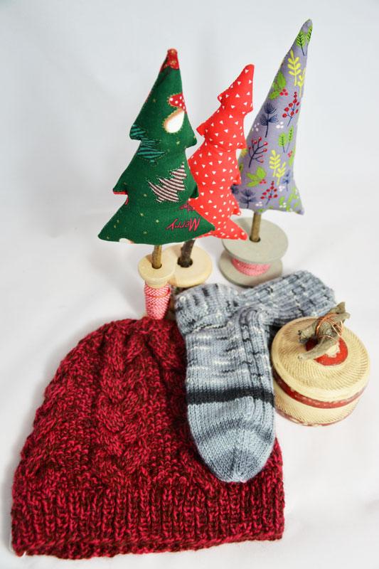 Textile Tannenbäumchen, Socken, Keramikdose