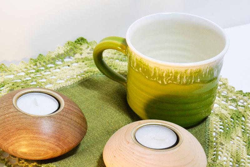 Keramik, Holztteelichthalter, gehäkeltes Deckchen