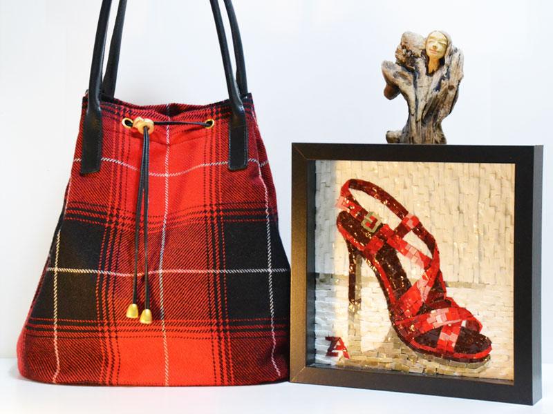 Tasche, Mosaik, Schwemmholz-Figur