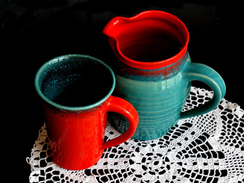 Keramik, gehäkeltes Deckchen