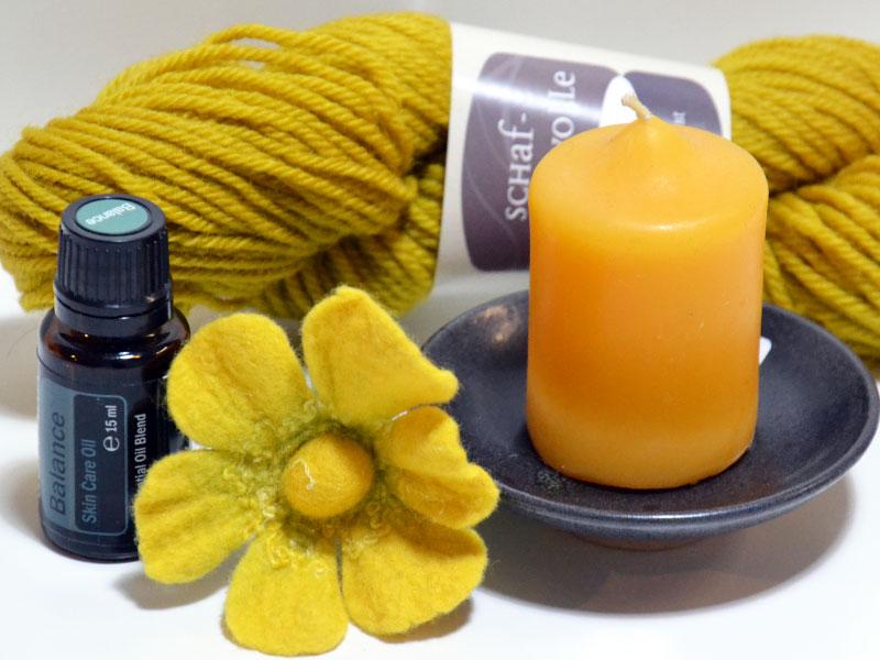 Bienenwachskerze, Filzblume, Aromaöl. Wolle, Keramik-Seifenschale